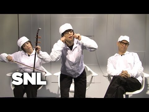 SNL: iPhone 5 Critics vs. Factory Workers