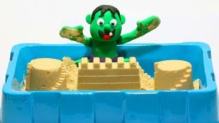 Baby Hulk sand fun 💕 Superheroes Clay Stop motion videos