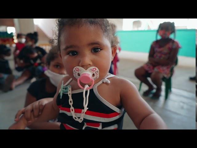 Quebra do Ovo de Chocolate de 70kg na Creche Anglicana em Paraisópolis