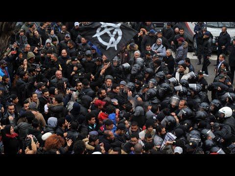 تونس: تواصل حركة الاحتجاج الاجتماعي ومواجهات -محدودة وبلا خطر- مع المتظاهرين  - 15:22-2018 / 1 / 13