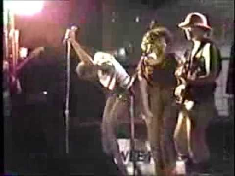 """RuPaul sings """"Who Wants Gum"""" & """"The Pizza Song"""" with Wee Wee Pole at The 688 Club in 1983"""