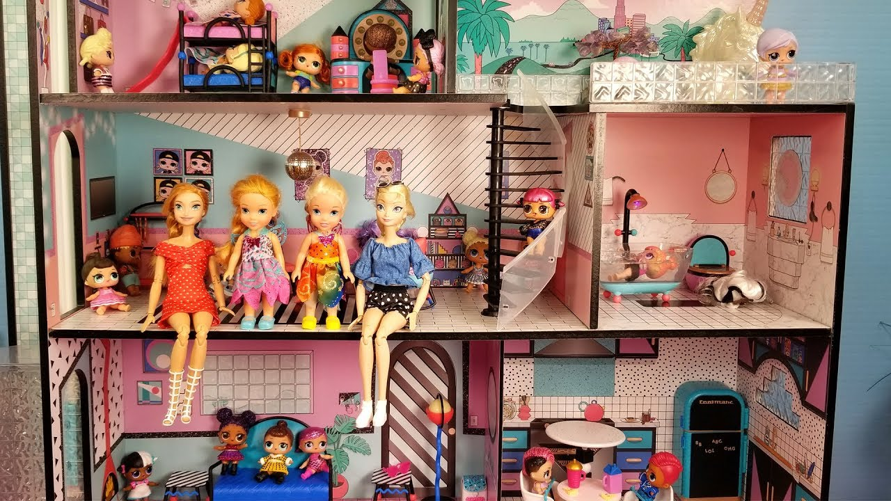 Download Playing in the new dollhouse ! Elsa and Anna toddlers - lol dolls - pool - surprises