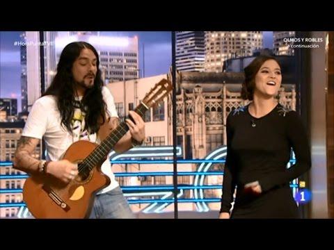 Hora punta 'La juez de Olmos y Robles  pitbull,  Elisa Mouliaá, canta con Rash, su novio