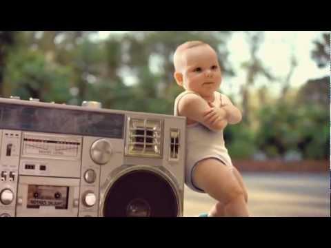 ローラーダンスベイビー エビアンCMの可愛い赤ちゃん