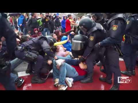 Voto Catalogna: poliziotti contro cittadini nella giornata di guerriglia urbana a Barcellona