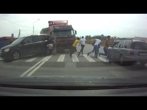 Compilation d'accident de camion n°6 / Truck crash compilation # 6
