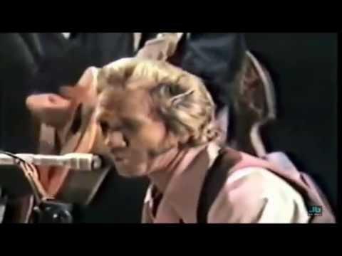 Marty Robbins - I Wash My Hands In Muddy Water (Ryman Auditorium in Nashville - 1971)