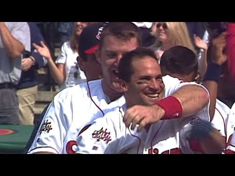Vizquel walks off with a grand slam in 1999