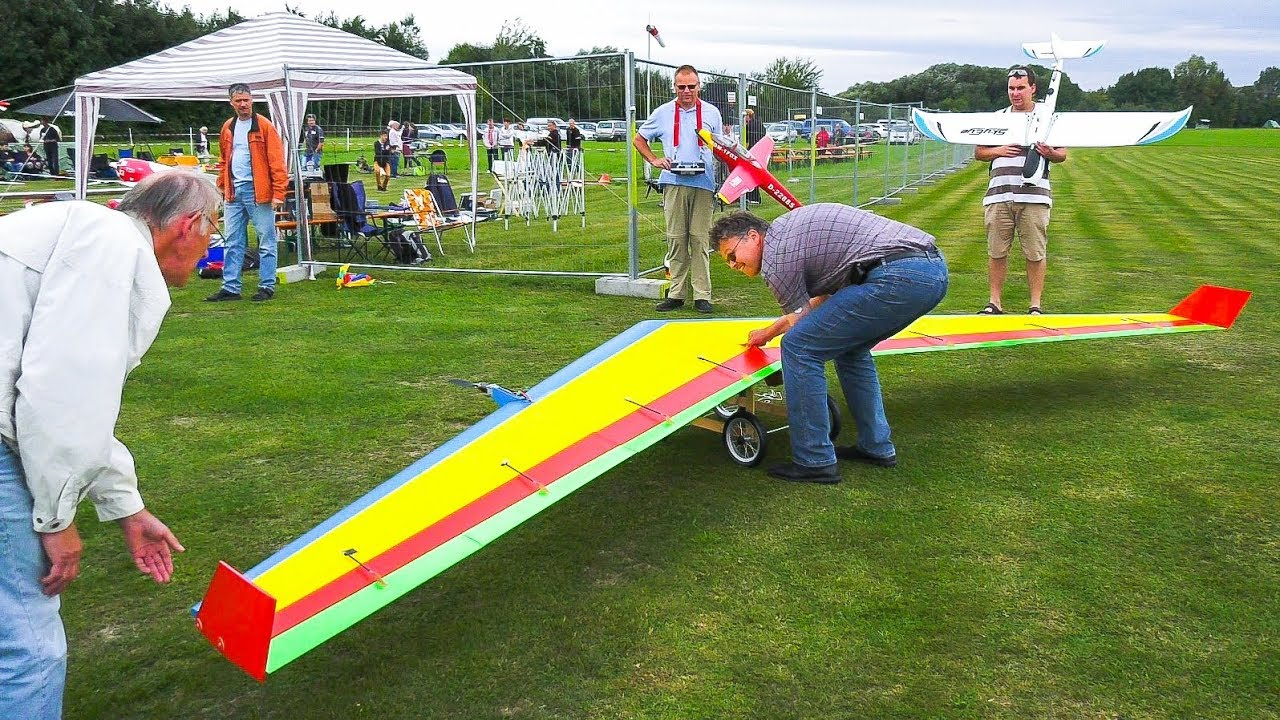GIANT RC MODEL ONE WING AIRPLANE *FLYING WING ALBATROS IN DEMO FLIGHT!!