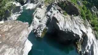 (HD) cliff jumping - Ponte Brolla Ticino (CH)