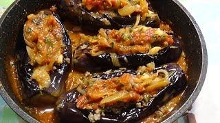 Лодочки из баклажан, начиненные фаршем с овощным соусом на сковороде