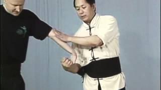 Tai Chi, Тай чи Ч27 Niu Zhuan Tian Zhu, рычаг пальцев