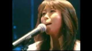 故 村下孝蔵さんを偲んで書かれた歌です。 沢田聖子さんのギター弾き語...