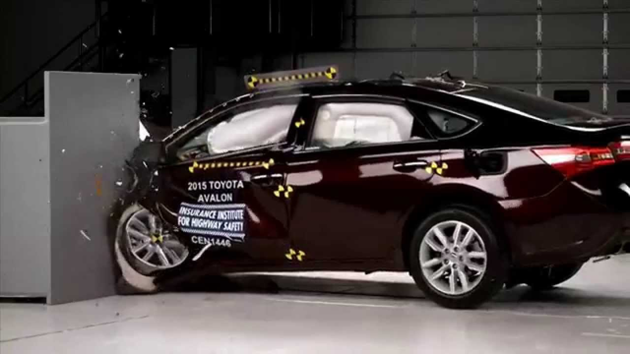 2017 Toyota Avalon Hybrid Iihs Narrow Overlap Crash Test You