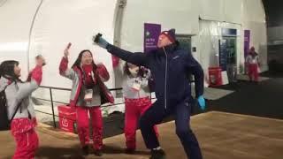 Пхёнчхан. Дмитрий Губерниев отжигает с корейскими болельщицами