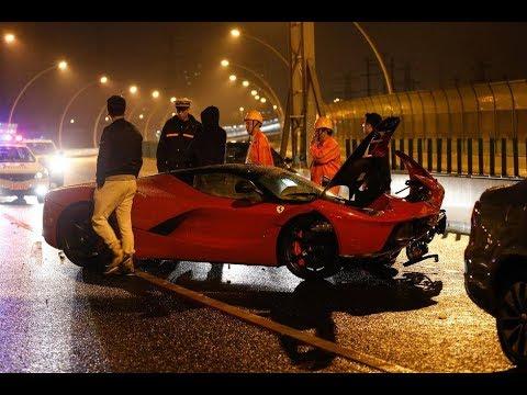 天價豪車被撞毀,事後車主淡定坐車內玩手機,他比王思聰還有錢