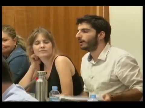 Un regidor parla per primera volta en valencià al ple d'Oriola per defensar-lo dels atacs del PP