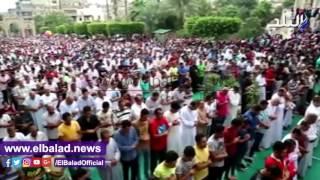 المئات يؤدون صلاة العيد بمسجد السلطان حسن..فيديو وصور