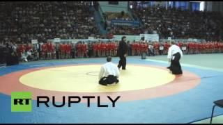ستيفن سيغال يعرض مهاراته خلال مباريات البطولة الروسية للقتال الأعزل في ساراتوف