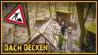 Bushcraft Camp [S05/E16] 🏡 Das Dach ist fertig! 🏕️ - Outdoor Bushcraft Lagerbau