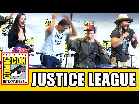 JUSTICE LEAGUE Assemble At Comic Con - Ben Affleck, Gal Gadot, Ezra Miller, Jason Momoa, Ray Fisher