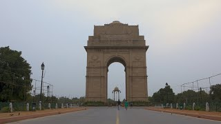 Early morning timelapse shot of India gate in Delhi during sunrise