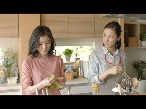 松岡茉優、失恋するも母・吉田羊の気遣いにほっこり トヨタホーム新CM「笑え、家族。/おいひい」篇