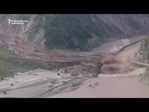 Mudslide Blocks Crossing Between Tajikistan and Kyrgyzstan