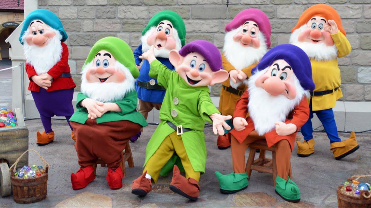 seven dwarfs meet snow white