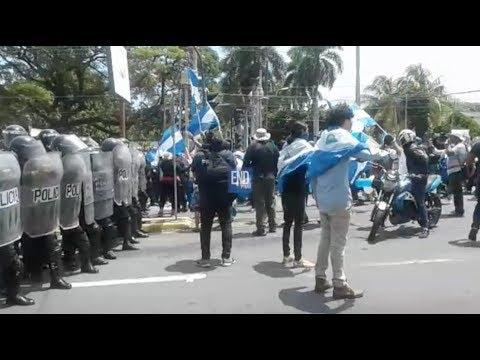 Policía bloquea el paso a manifestantes que marchan en Managua