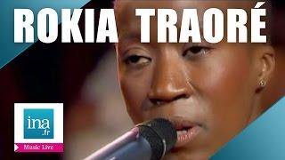 """Rokia Traoré """"M' Bifo"""" (live officiel)   Archive INA"""