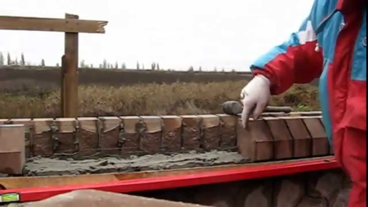Забор.Урок #2 - Кирпичная кладка карниза, под забор - [© masterkladki]