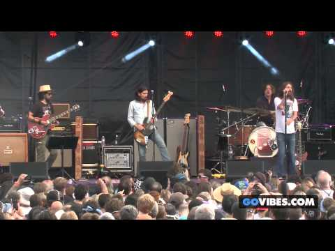 """The Black Crowes performs """"Twice As Hard"""" at Gathering of the Vibes Music Festival 2013"""