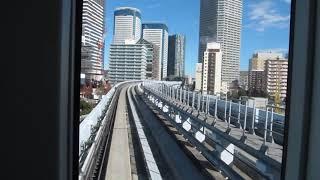 ゆりかもめ 豊洲行きが市場前駅を発車(車内より)