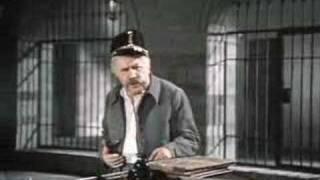 "Летучая мышь  - ""Арестанты раскачивают тюрьму"""