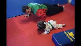 先生が赤ちゃんに腕立て伏せを教えた結果…【こども武道】
