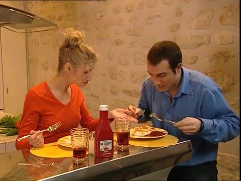 Un gars une fille dans la cuisine youtube for Une cuisine
