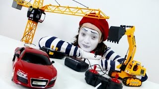Mime Alex and machines on the remote control! Мим Алекс и МАШИНЫ на пульте управления.(New funny and interesting story by Alex Mima will please everyone! You love playing with cars on the remote control? And if it is a large crane and Excavator ?, 2015-12-28T06:29:11.000Z)