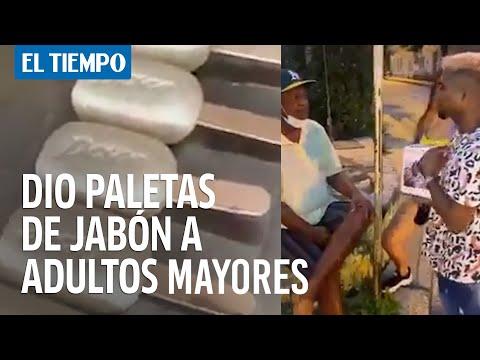 'Youtuber' les dio paletas de jabón a adultos mayores en Cartagena