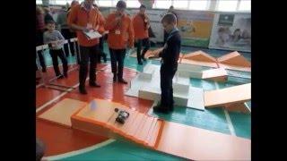 Робот Lego Mindstorms EV3 проходит полосу препятствий Полигон