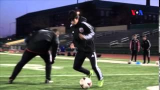Huấn luyện viên Học viện DC United dậy kỹ năng bóng đá cơ bản