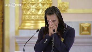 Елена Исинбаева не смогла сдержать слезы
