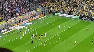 Borussia Dortmund - RB Leipzig das 3:1 durch Axel Witsel - Westtribüne - Handyaufnahme