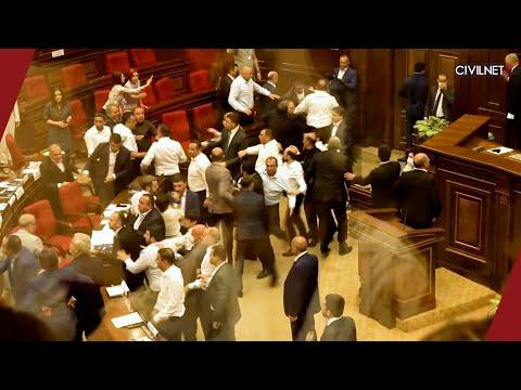 Ազգային ժողովում կրքերը չեն հանդարտվում․ ծեծկռտուք՝ Վահե Հակոբյանի ելույթից հետո