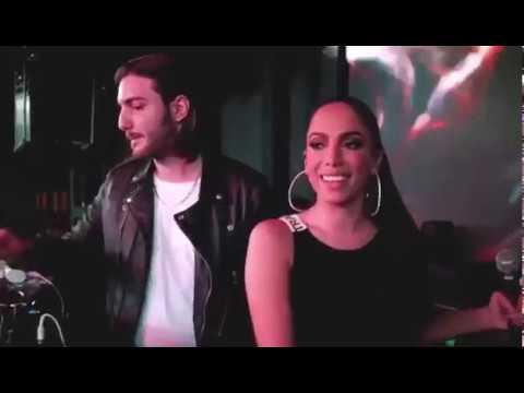 Download Youtube: Anitta canta com J Balvin e Alesso no Viva Latino