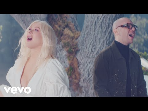 Christina Aguilera, A Great Big World - Fall On Me