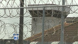 Inmate tries to escape OCCC by scaling razor wire fence