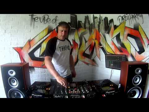 The Vibe Of Chicago 28.Mixed live Funky Cop (Garage, House)