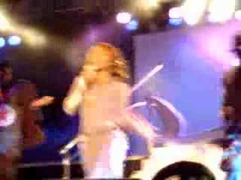 Clip of Kelly Rowland 'Love/Hate' live in Berlin 27.09.03 mp3