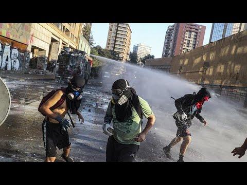 شاهد: تجدد الاشتباكات بين المتظاهرين والشرطة في العاصمة التشيلية سانتياغو…  - 18:12-2020 / 2 / 15